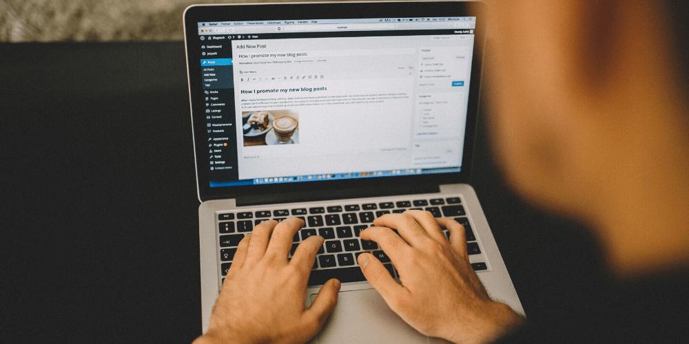 hands typing blog on wordpress